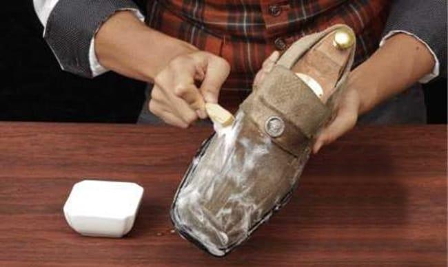 Масляные пятна хорошо очищаются пятновыводителями