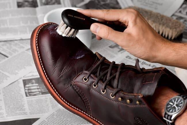 Обработайте новую обувь защитным кремом