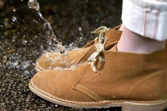 Обработка маслом даст вашей обуви водоотталкивающий эффект