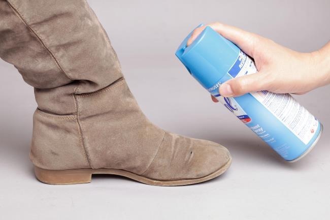 Обязательно обработайте новую обувь водоотталкивающим спреем