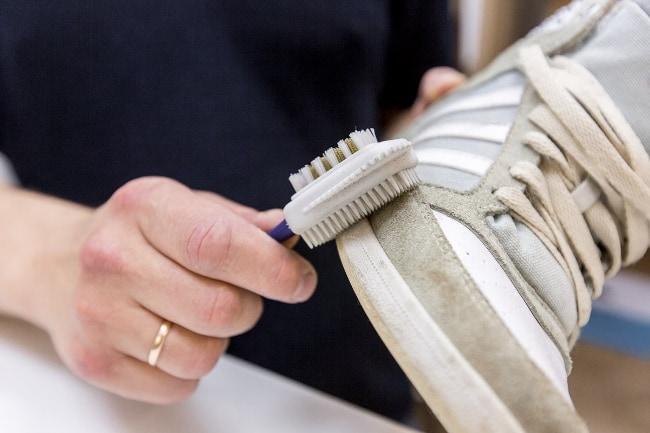Перед началом чистки, дайте обуви хорошо просохнуть