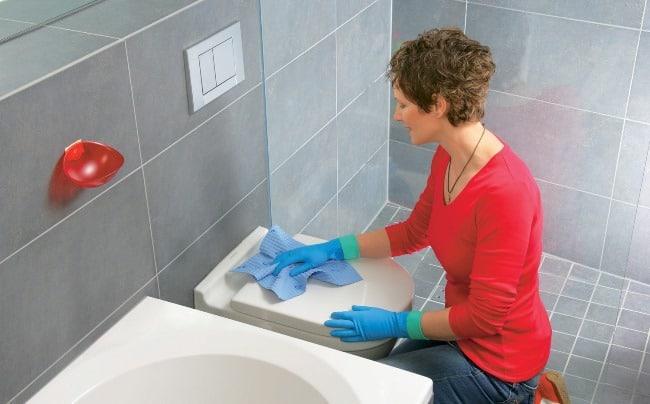 Перед уборкой, уберите все из ванной комнаты