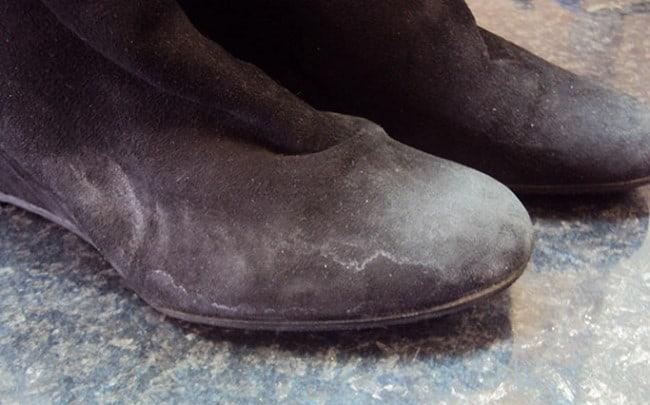 6a38e25d8 Как мыть замшевую обувь: способы влажной очистки замши