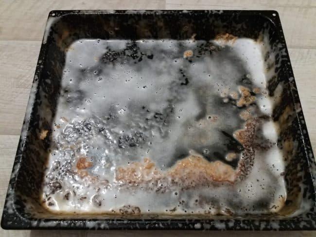 Тефлоновый противень не переживет механическую очистку