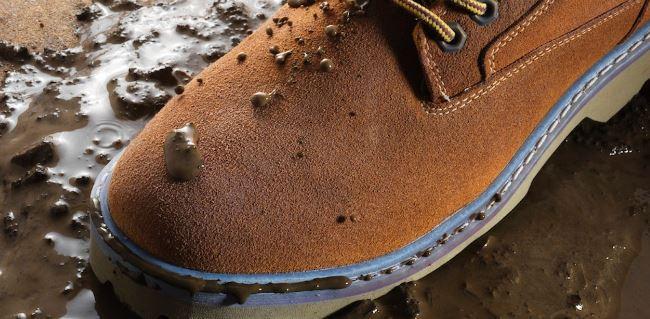 В осенне-весенний период, тщательнее обрабатывайте свою обувь