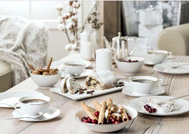 Кофейное оформление похоже на чайное: рекомендации по выбору скатерти, расстановке посуды, столовых приборов