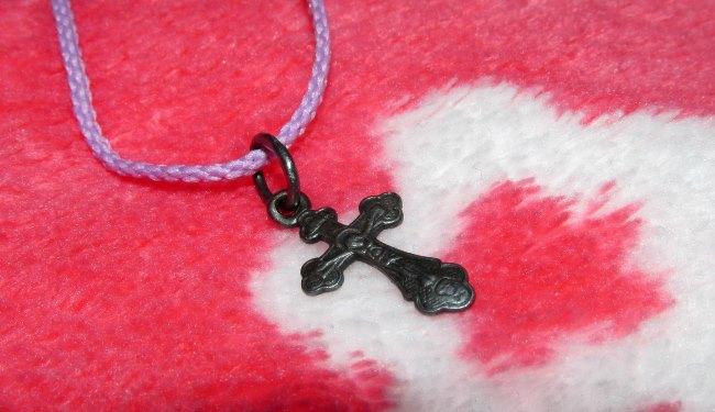 Некоторые верят, что нательный православный крест отводит зло
