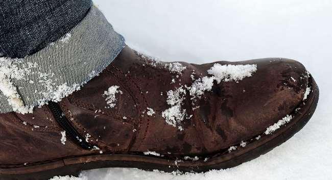 Обувь, не покрытая защитным спреем, быстро покроется солью