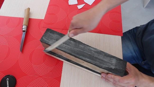 Паста сереет из-за сбора металлических частиц с режущей поверхности