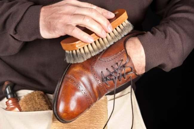 Перед пропиткой хорошо очистите обувь