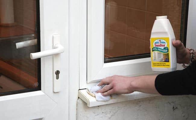 При долгом контакте средство может испортить окно