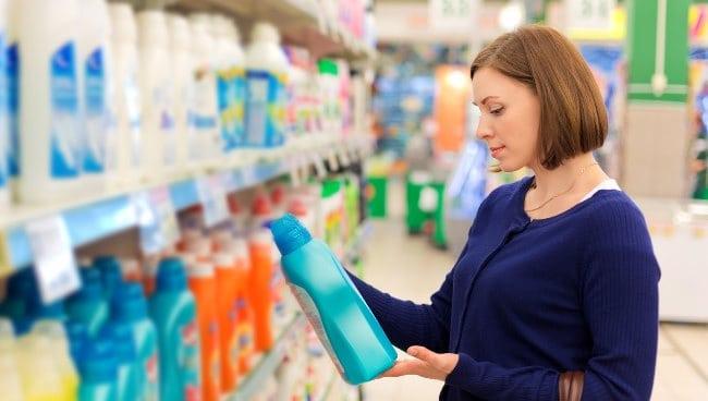 Приобретая моющее самостоятельно, в первую очередь обратитесь к инструкции или пометкам на бирке пуховика