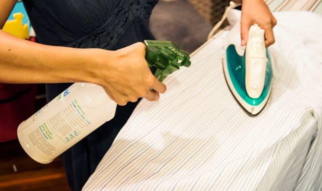 Этим способом можно слегка накрахмалить рубашку и подкрахмалить отдельные детали одежды