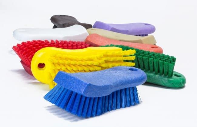 Жесткие щетки для очистки также не подходят