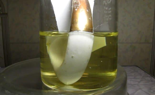 Зелёный или молочный цвет показывает, что процент золота небольшой