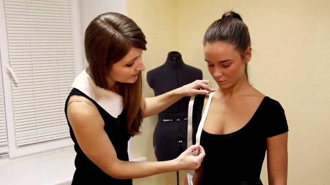 Для определения русского номера одежды, полученный объем груди разделите на 2, полученное число округлите в большую сторону