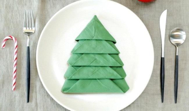 Фигура «елочки» подойдет для украшения новогоднего или рождественского стола