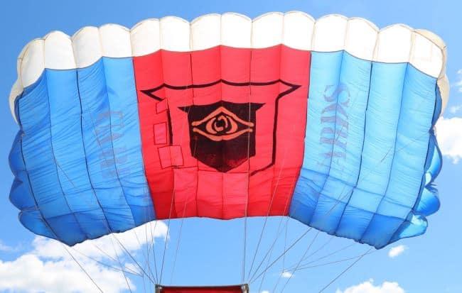 Изначально он использовался для технических целей – изготовления парусов, чехлов, парашютов