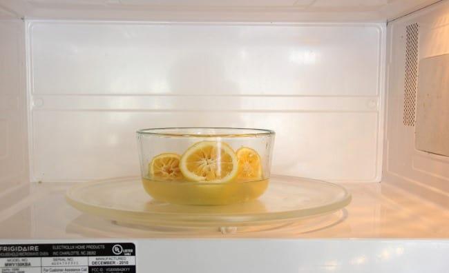 При помещении ёмкости в устройство следите, чтобы вода не выкипела