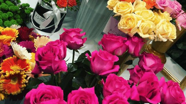 Розы, давно начавшие распускаться, лучше оставить в магазине
