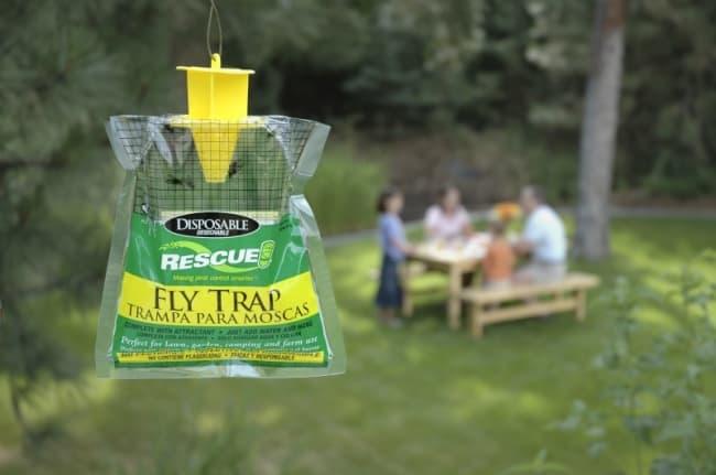 Помимо химических препаратов, производители предлагают различные ловушки для насекомых