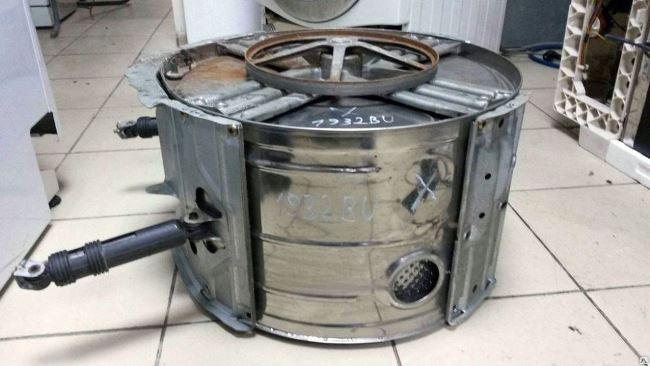 Что делать, если при отжиме прыгает стиральная машина