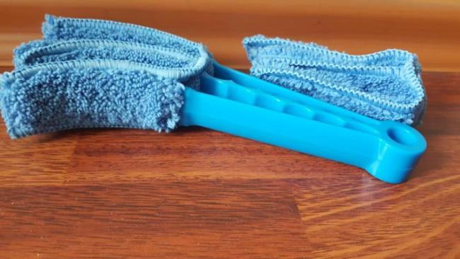 Разборная конструкция легко очищается: пластиковую основу можно мыть, а насадки из микрофибры – стирать