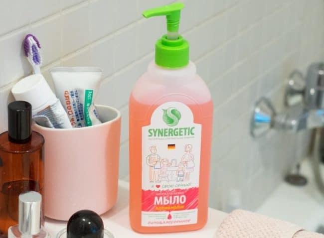 В составе мыла вода, растительные А-тензиды, глицерин, парфюмерная композиция, пищевой краситель