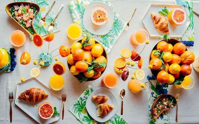 Цитрусовые ароматы, яркие краски помогут проснуться и разожгут аппетит