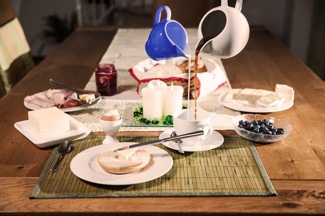 Для повседневной сервировки также используйте красивые термосалфетки, бамбуковые циновки