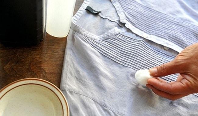 Лучше используйте народные средства (лимон, спирт, крахмал, хозяйственное мыло)