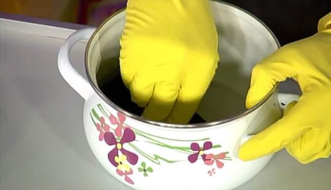 Очищение пригоревшей кастрюли