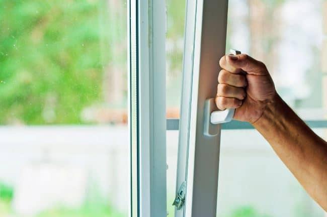 Перед использованием растворителя, откройте окна в помещении