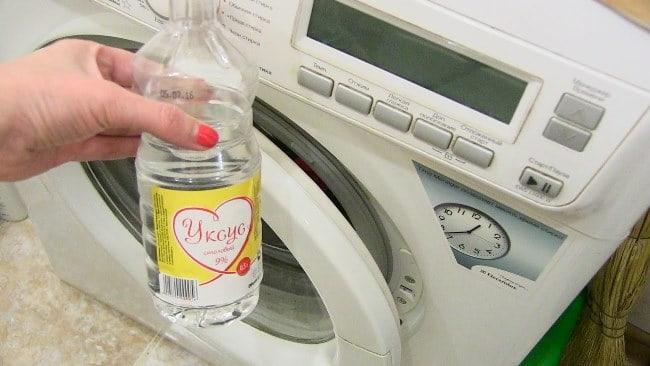 Перед тем как почистить стиральную машину уксусом, взвесьте все минусы и плюсы такой чистки