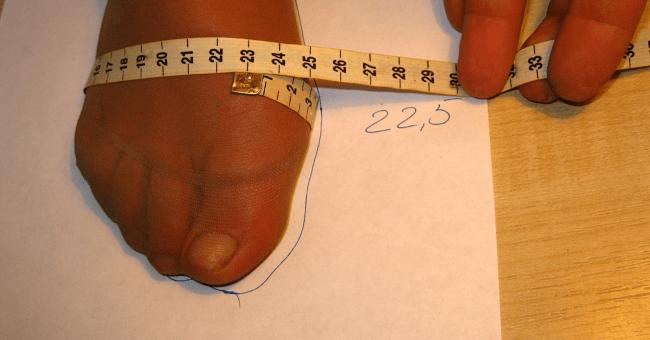 Помимо длины не лишним будет знать обхват ступней