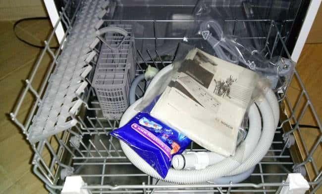 Прежде чем приступать к подключению посудомойки своими руками, необходимо внимательно ознакомиться с требованиями, изложенными в инструкции