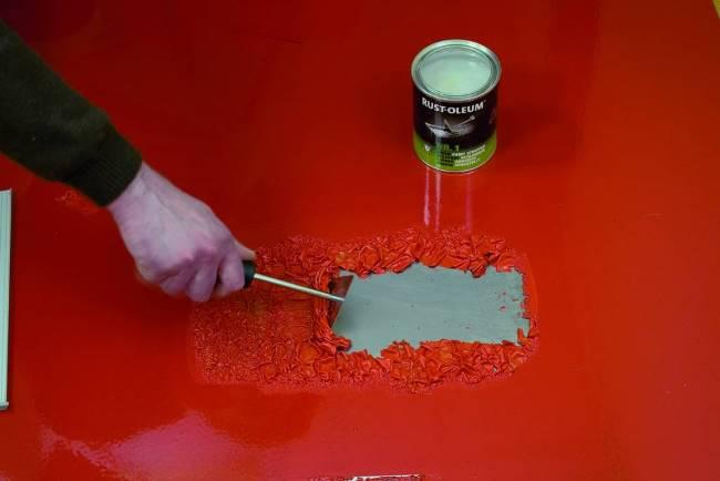 Принцип действия синтетических составов един – кислота или щелочь разъедают слой