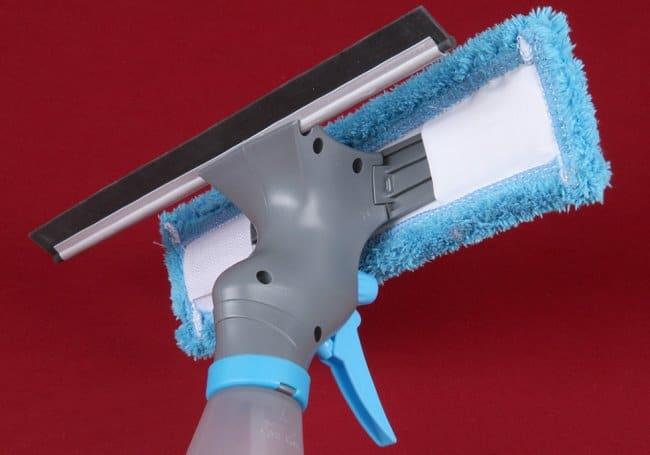 Приобретите специальный скребок для чистки окон
