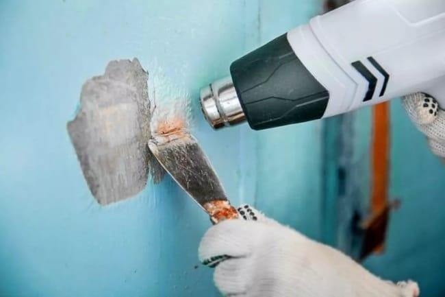 Расплавив верхний слой, удалите вздувшийся материал шпателем или другим скребком