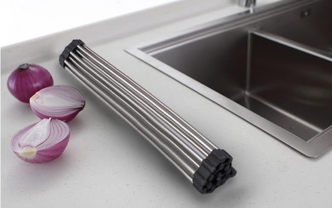 Складной механизм позволяет её компактно складывать в рулон после использования