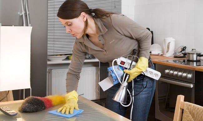 Уменьшить наличие пылинок можно с помощью банальной уборки и некоторых современных гаджетов