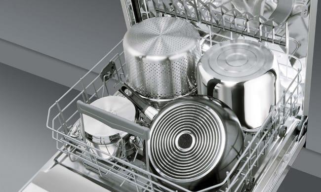 Большая посудомойка вмещает намного больше посуды