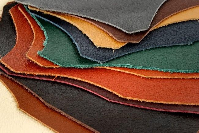 Натуральным называют материал, полученный из шкуры животного, прошедшей несколько этапов переработки