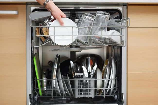 Посудомоечная машинка экономит не только воду, но и время