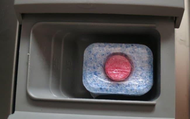 Препараты не нужно распаковывать, что очень удобно и избавляет от тактильного контакта с моющим средством