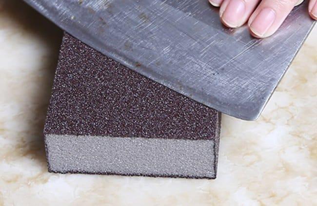 Приспособление можно использовать для полировки, шлифовки или заточки кухонных ножей