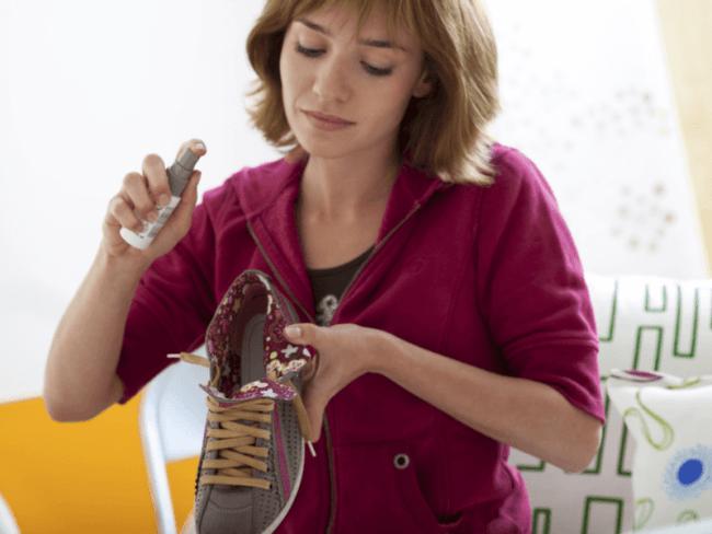 Спрей также применяют для дезодорирования обуви и устранения зловония мочи домашних животных