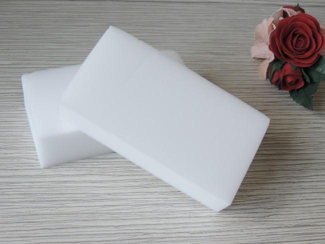 Чистящий инструмент, заменивший многие продукты известных брендов, – это пористая мелкозернистая мочалка
