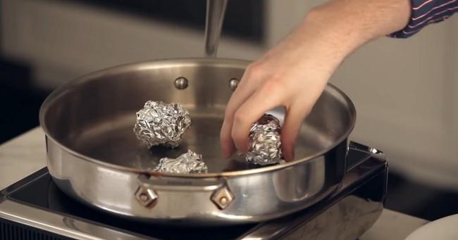 Фольга может заменить металлическую сеточку