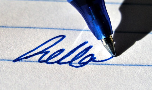 Гелевая ручка самая стойкая из всех, вывести ее с бумаги нельзя